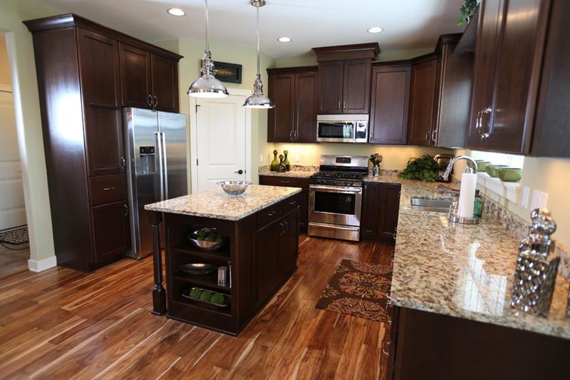25 Kitchens With Hardwood Floors-6