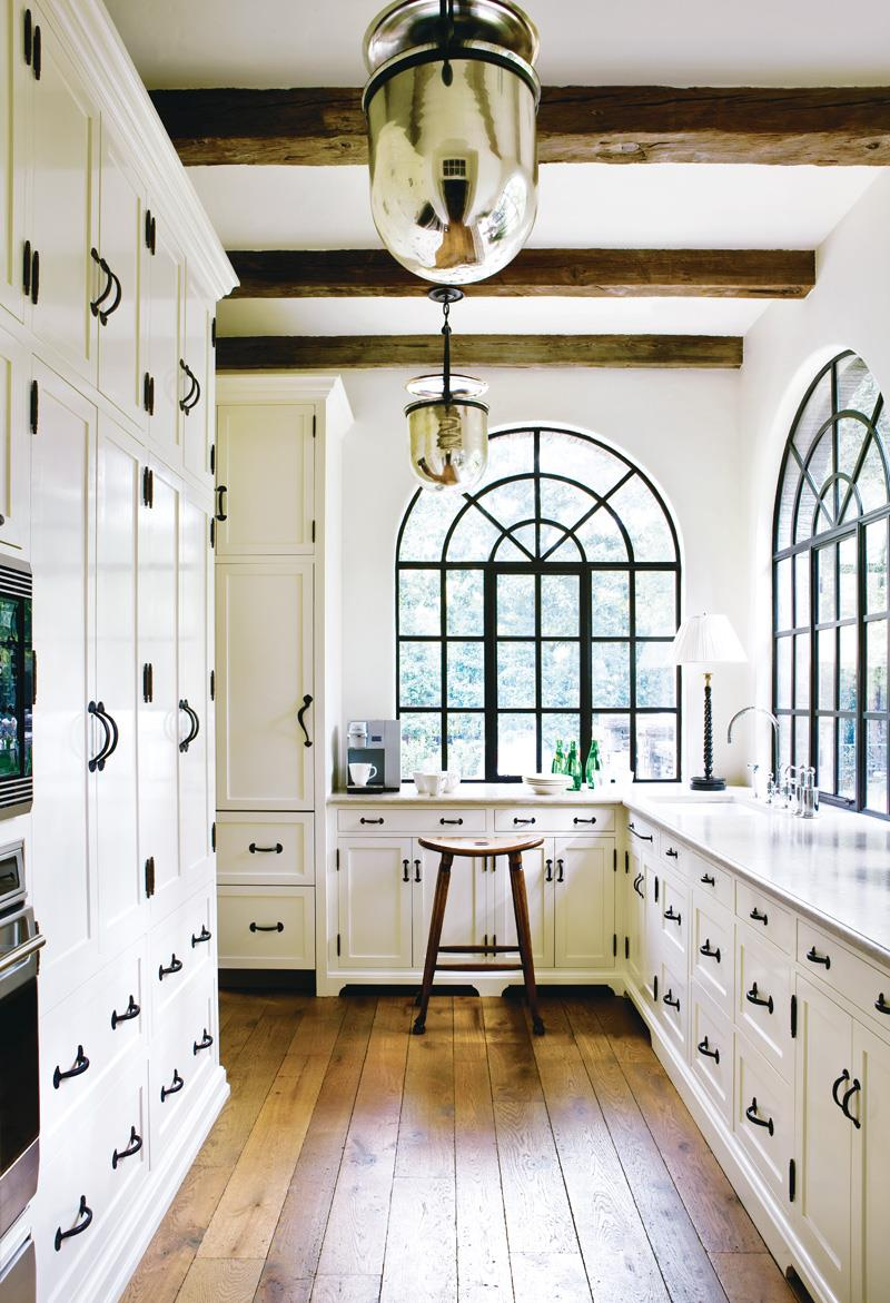 25 Stunning Kitchens with Big Windows-10