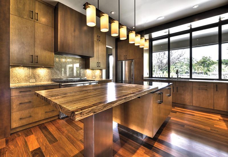 25 Stunning Kitchens with Big Windows-11
