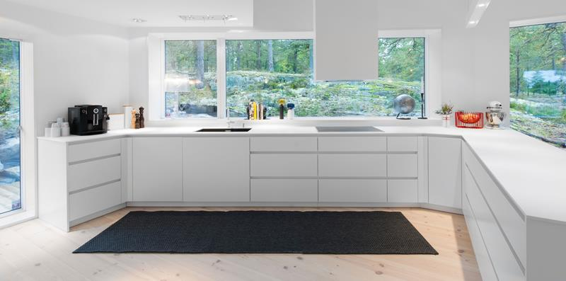 25 Stunning Kitchens with Big Windows-13