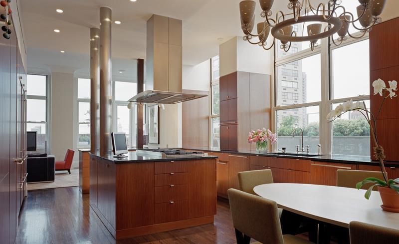 25 Stunning Kitchens with Big Windows-5
