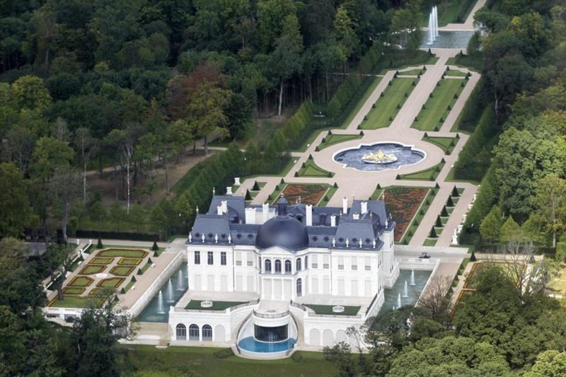 12 Photos of the Stunning 300 Million Chateau Louis XIV-3