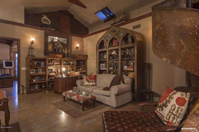 24 Brown Living Room Designs-1