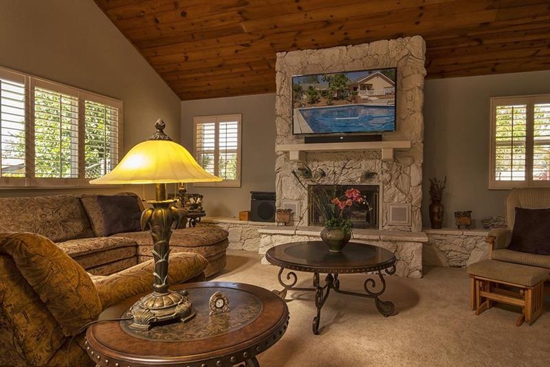 24 Brown Living Room Designs-3