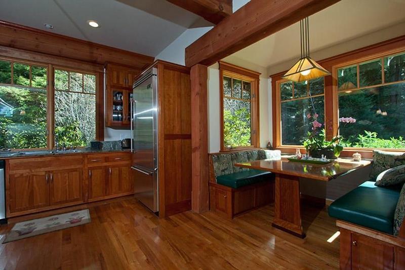 24 Kitchens with Breakfast Nooks-5
