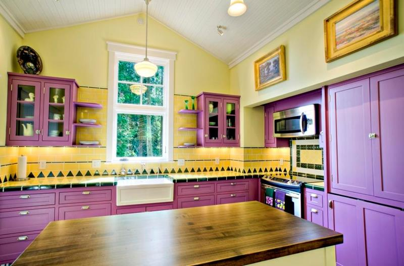 24 Kitchens with Jaw Dropping Cathedral Ceilings-15