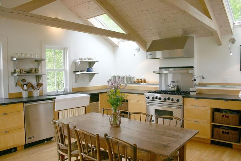 24 Kitchens with Jaw Dropping Cathedral Ceilings-17