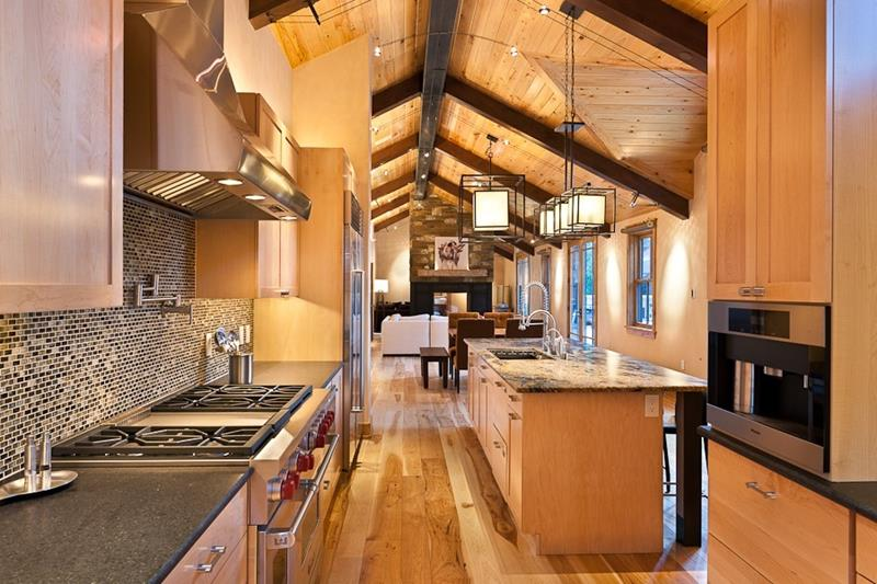 24 Kitchens with Jaw Dropping Cathedral Ceilings-20