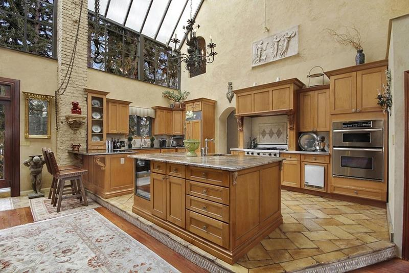 24 Kitchens with Jaw Dropping Cathedral Ceilings-23