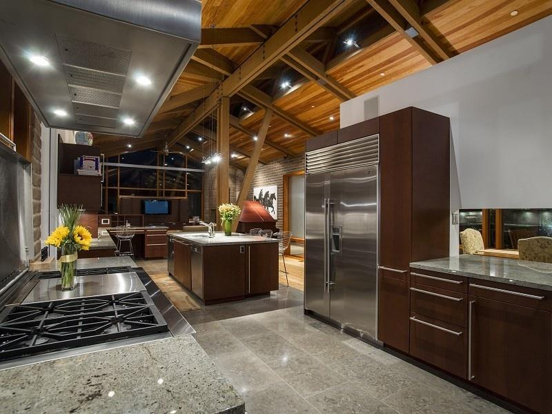 24 Kitchens with Jaw Dropping Cathedral Ceilings-6