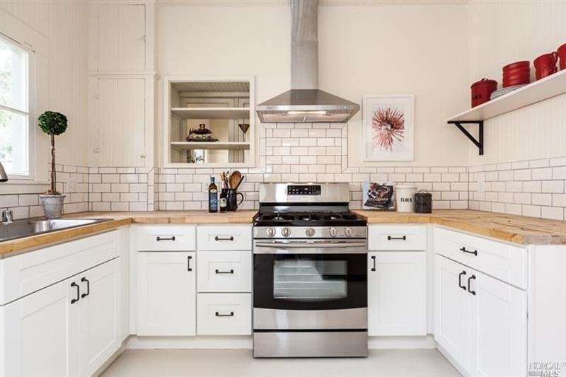 25 Kitchens with Stunning Wood Counters-13