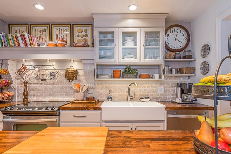 25 Kitchens with Stunning Wood Counters-23