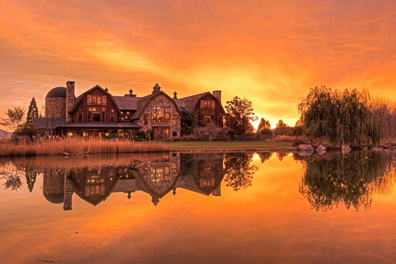 25 Photos of a Jaw Dropping 20 Million Barn Home In Utah-title