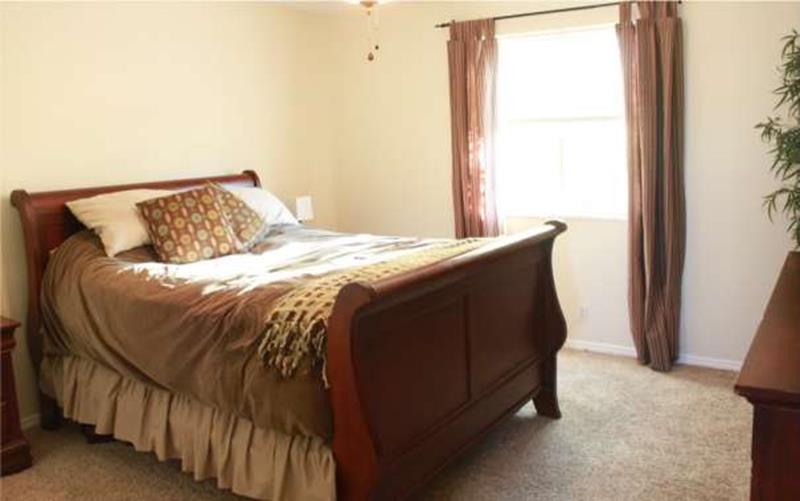 12 Jaw Dropping Master Bedroom Remodels (Before and After)-5