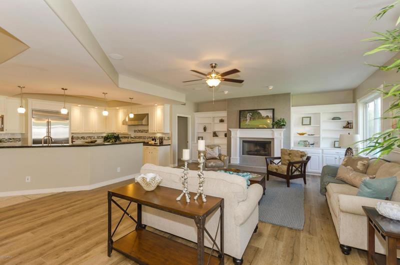 25 Beautiful Family Room Designs-20