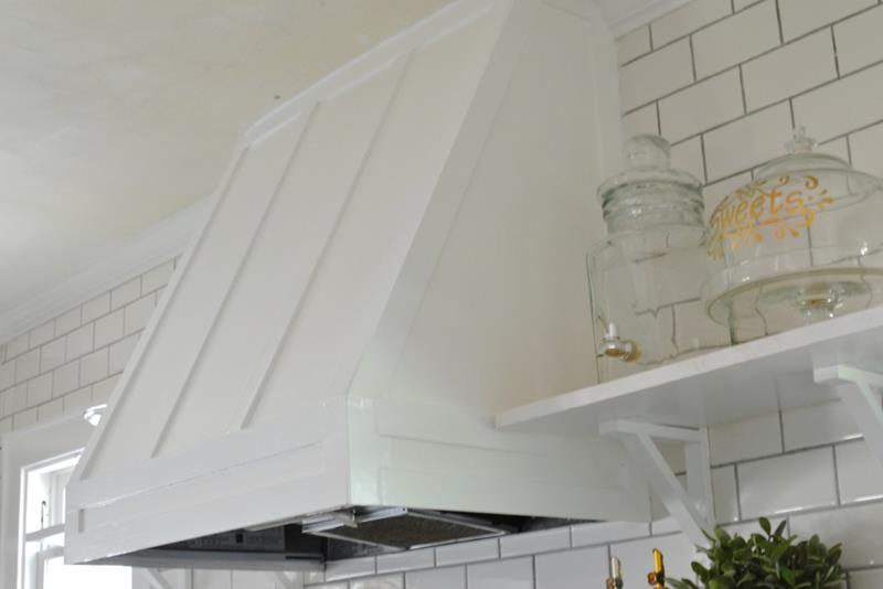 A Truly Inspiring DIY Range Hood Cover Project-title