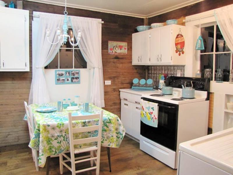 BEFORE AND AFTER 12 Kitchen Remodeling Projects-7b