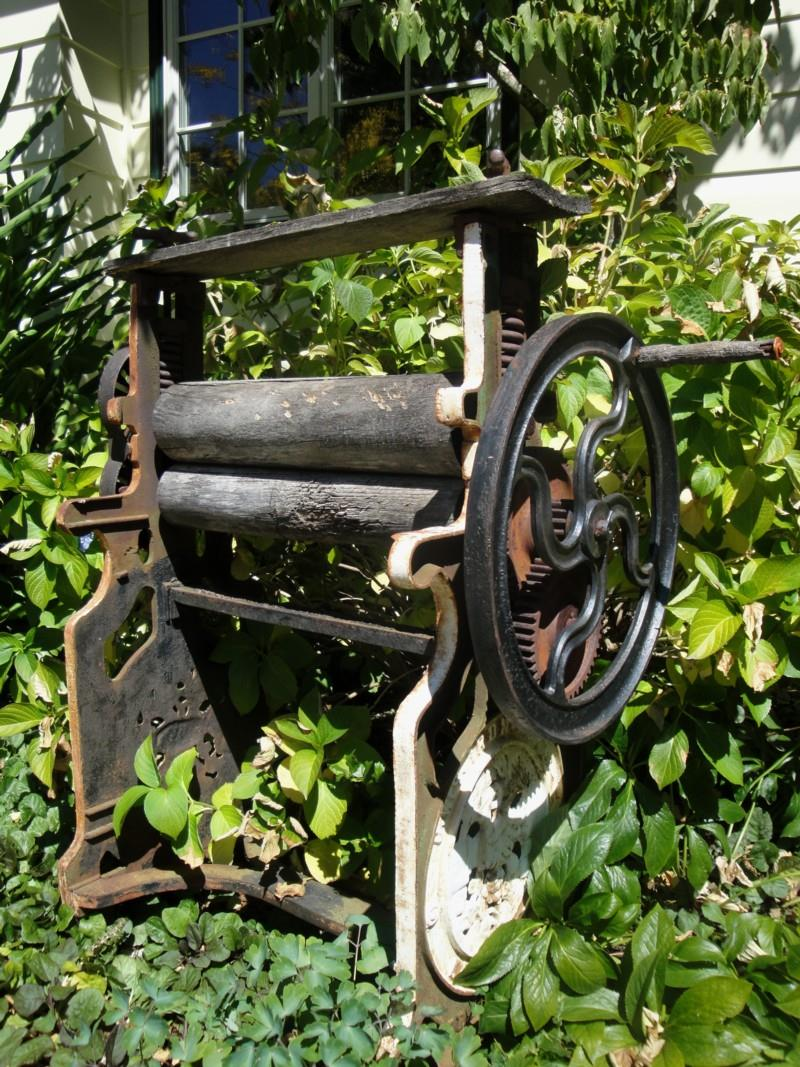 16 Amazing Ideas for Using Antiques in Your Garden-1