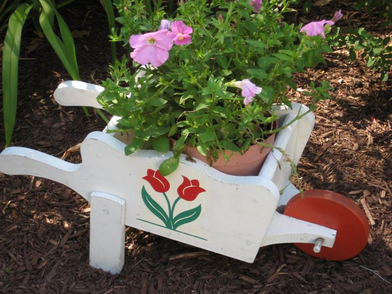 16 Amazing Ideas for Using Antiques in Your Garden-8