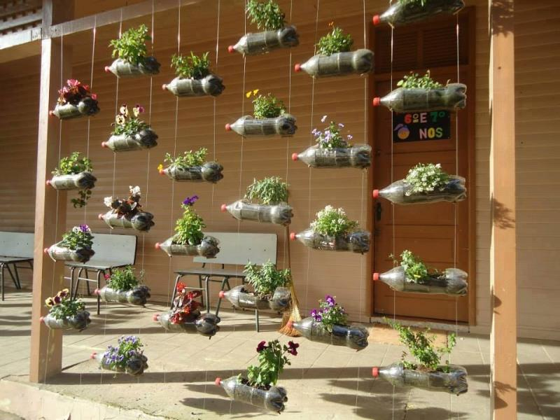16 Amazing Ways to Enhance Your Garden with Recycled Items-1