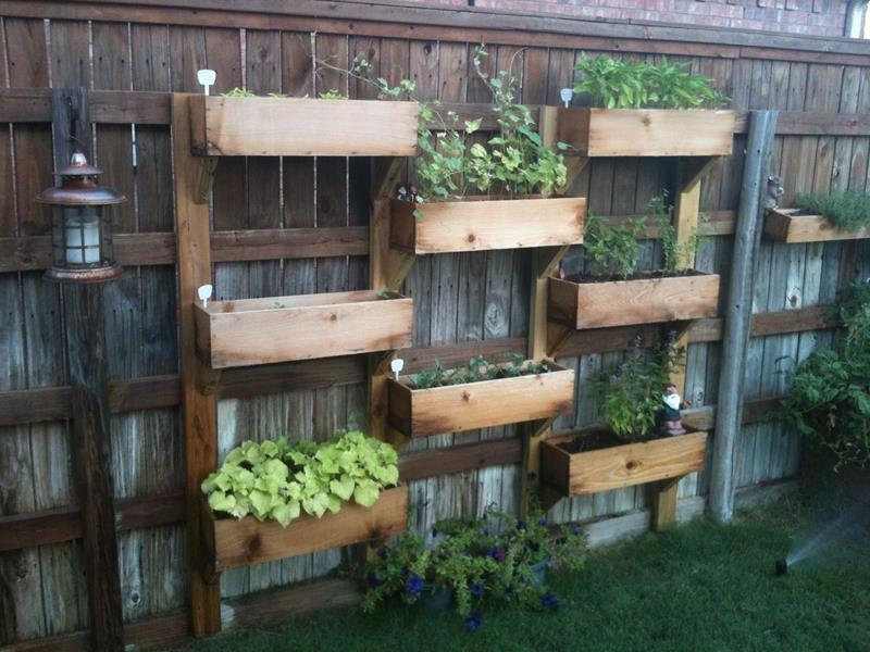 17 Charming Fence Planter Ideas for Your Home-2