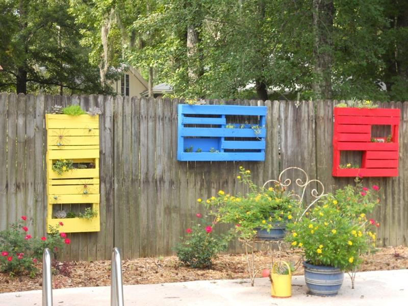 17 Charming Fence Planter Ideas for Your Home-title
