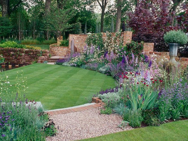 19 Backyards with Amazing Landscaping-13