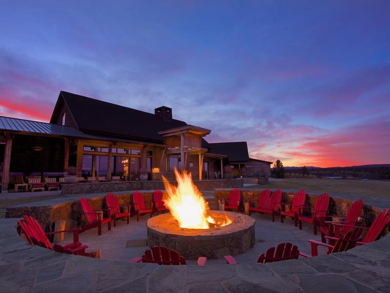 20 Stunning Backyard Fire Pits-14