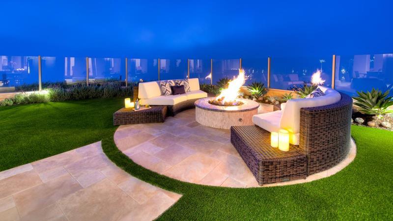 20 Stunning Backyard Fire Pits-3