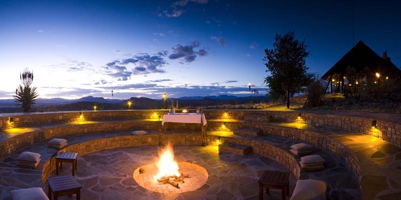 20 Stunning Backyard Fire Pits-4
