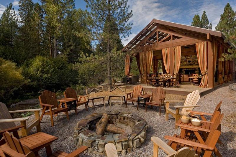 20 Stunning Backyard Fire Pits-7
