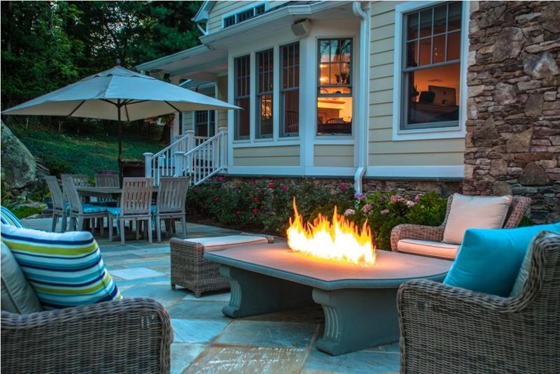 23 Backyard Fire Pit Designs-18