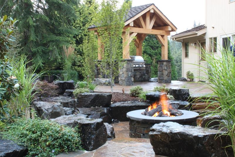 24 Backyard Fire Pits Perfect for Summer-19