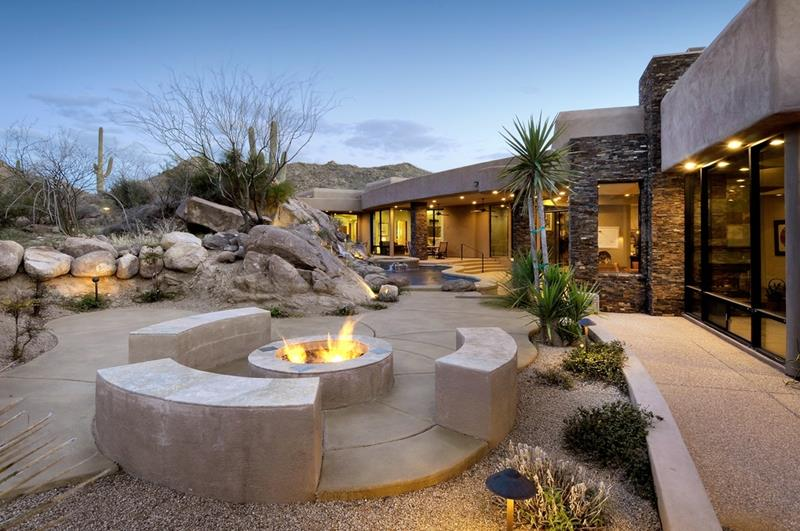 24 Backyard Fire Pits Perfect for Summer-21