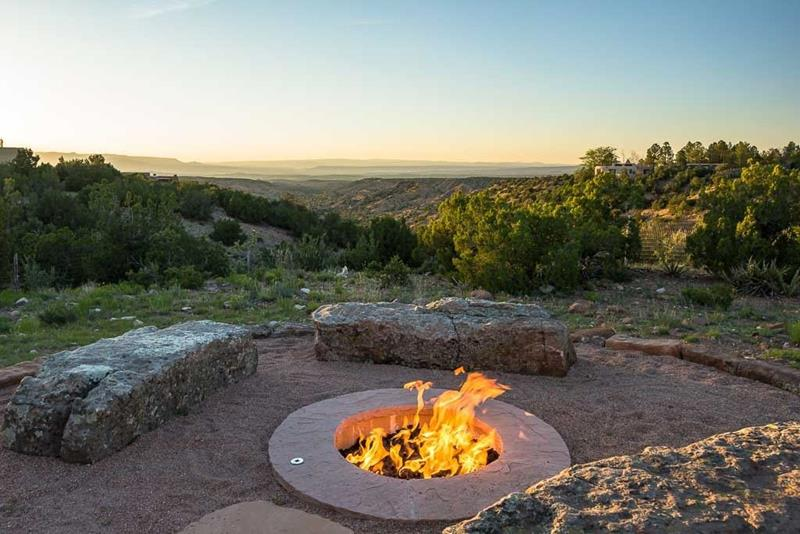 24 Backyard Fire Pits Perfect for Summer-24