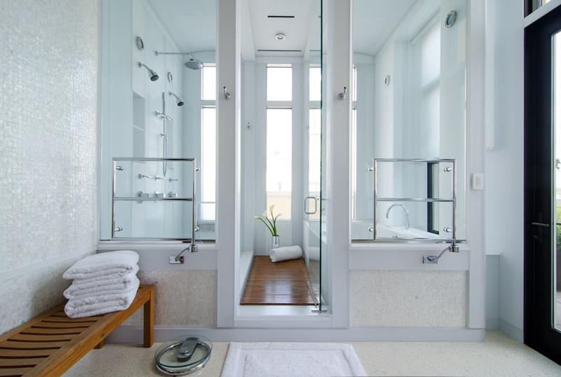 24 Beautiful Ideas for Master Bathroom Windows-10