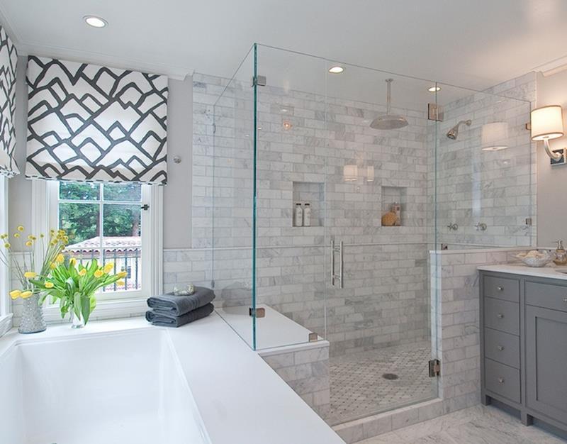 24 Beautiful Ideas for Master Bathroom Windows-13