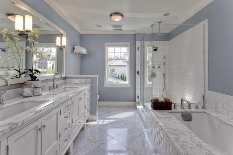 24 Beautiful Ideas for Master Bathroom Windows-4