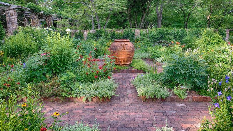 25 Beautiful Ideas for Garden Paths-22
