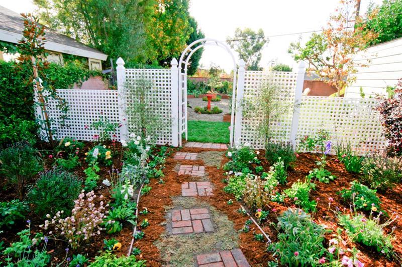 25 Beautiful Ideas for Garden Paths-23
