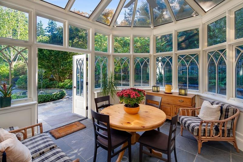 20 Amazing Sunroom Designs-title