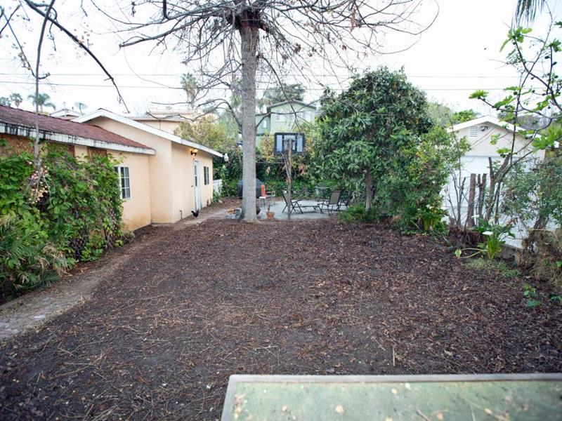 20 Before and After Pictures of Backyard Landscaping-4