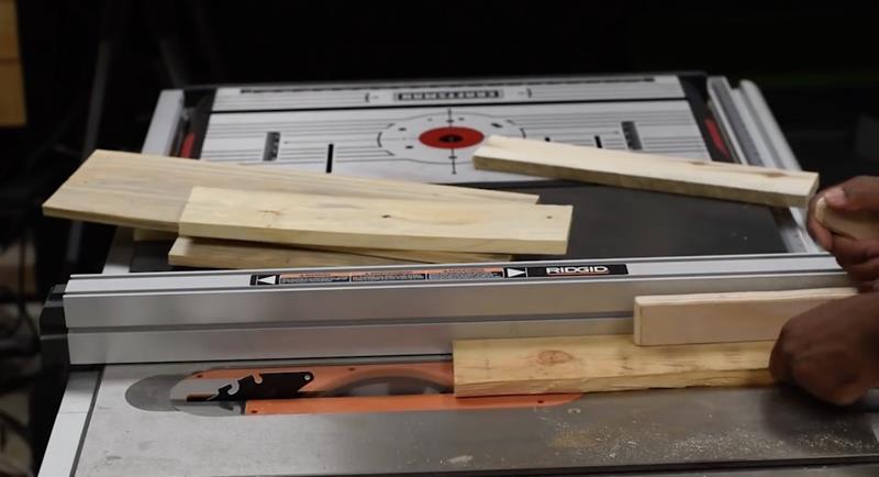 How to Make DIY Wood Pallet Backsplash-6