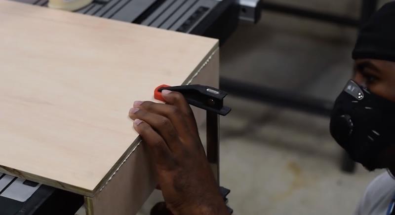 How to Make DIY Wood Pallet Backsplash-9