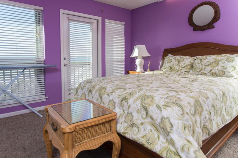 image named 14 Jaw Dropping Master Bedroom Before and After Pictures 13