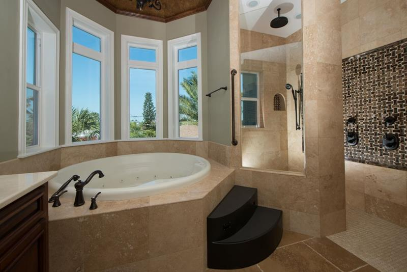 image named 15 Stunning Master Bathrooms with Walk In Showers 14