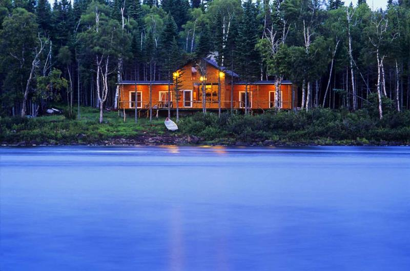 image named 20 Gorgeous Homes in the Woods 1
