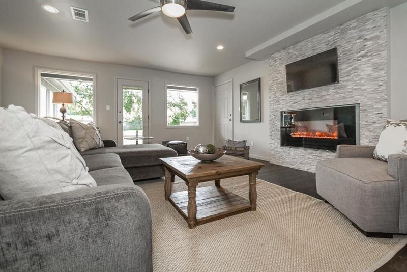 image named 20 Gorgeous Living Rooms with Fireplaces 14