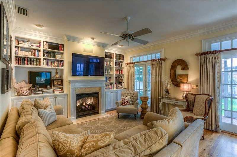 image named 20 Gorgeous Living Rooms with Fireplaces 17