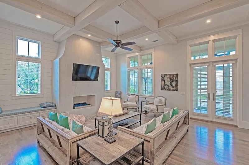 image named 20 Jaw Dropping Family Room Designs 7